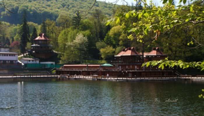 Imagini pentru lacul ursu helioterm